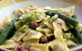ravioli_asparagi_piselli_verza_pancetta